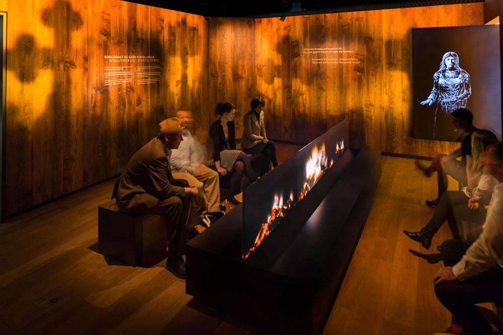 Stories around the fire, Themenbereich der Dauerausstellung im Experience Center Royal Jelling, Dänemark