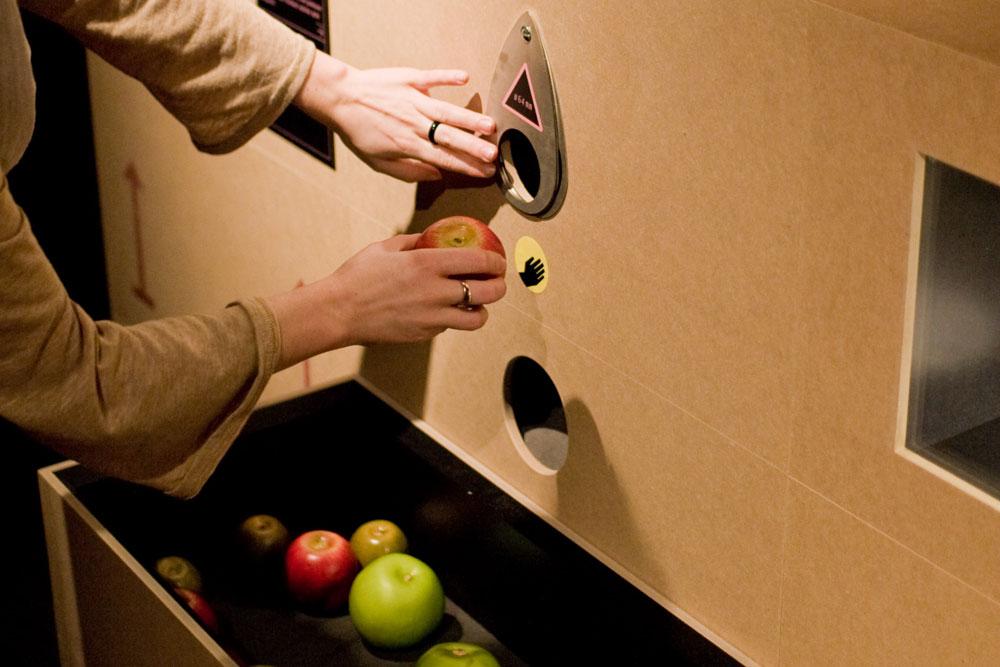 Schablonenspiel in der Ausstellung Unser täglich Brot, Technoseum Mannheim
