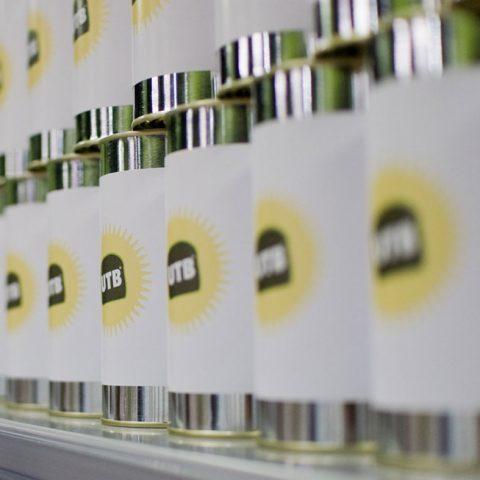 Dosen mit Logo UTB in der Ausstellung Unser täglich Brot im Technoseum Mannheim