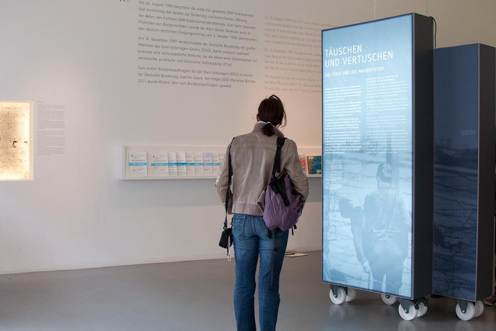 Eingangsmodul Zimmerstraße, Ausstellung Täuschen und Vertuschen des BStU