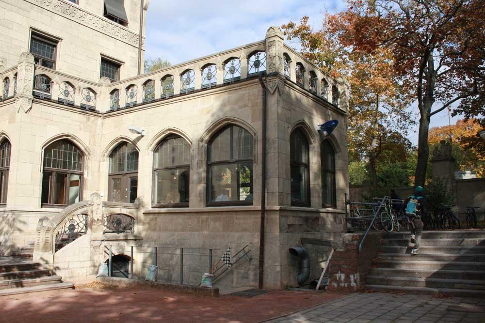 Café Konsum von außen, Design Campus der Burg Giebichenstein Hochschule für Kunst und Design